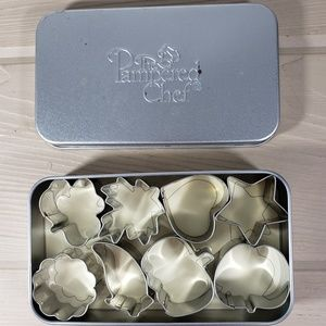 The Pampered Chef Creative Cutters Set